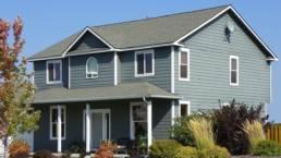 モスグリーンカラーの家