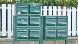並んだメールボックス