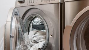 衣類が入った衣類乾燥機
