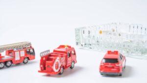 消防車のおもちゃと灰皿