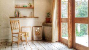木造の家 窓際