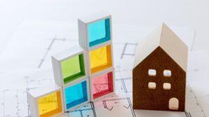 家の模型とブロック